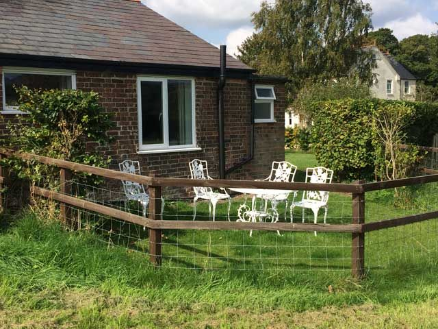 The Garden Chalet - Pet Friendly Holiday Cottage Petersfield, Hampshire